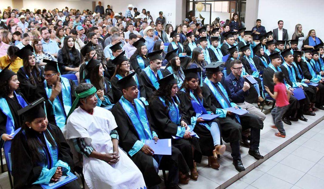 graduación en universidad tarahumara