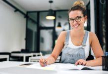 ¿Cuáles son los beneficios de un empleo de medio tiempo siendo estudiante?
