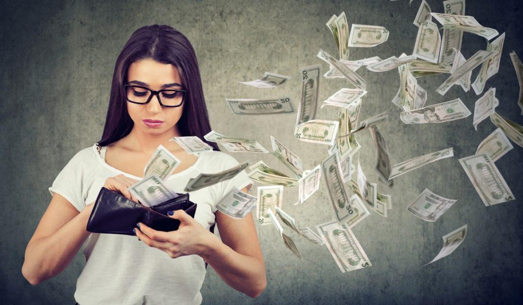 Erradica estos hábitos que te hacen perder dinero